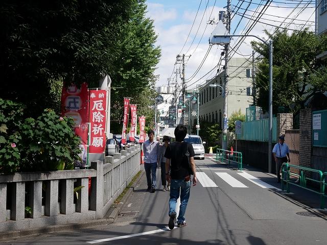 神明宮への道1